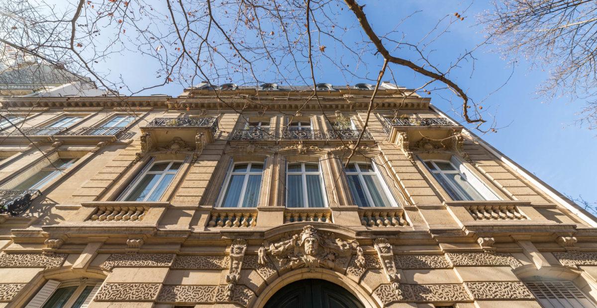 8-facade